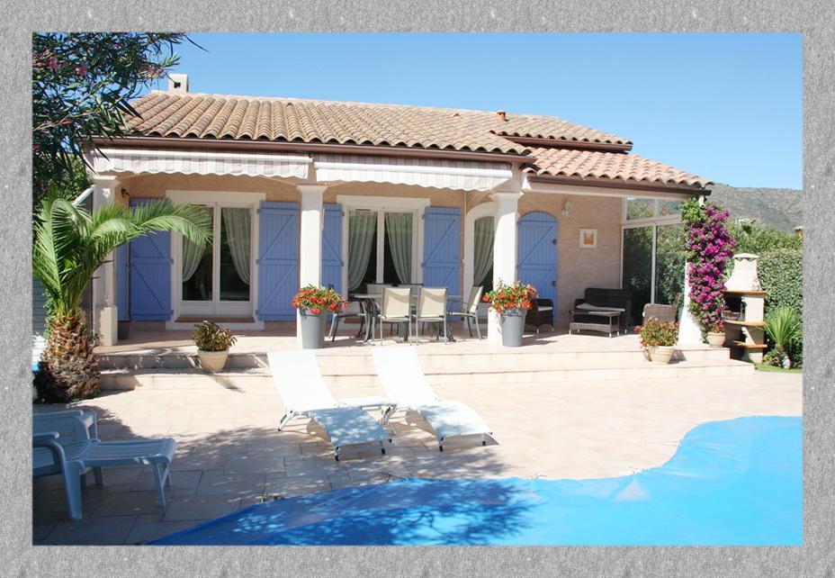 Vente maison t3 de plain pied avec piscine bormes les for Camping bormes les mimosas piscine
